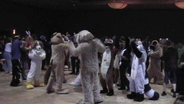 Fichier:Anthrocon2005dance.jpg